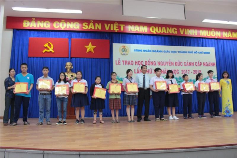 Công đoàn giáo dục thành phố Hồ Chí Minh tổ chức lễ trao học bổng Nguyễn Đức Cảnh cấp ngành lần xv, năm học 2017 - 2018